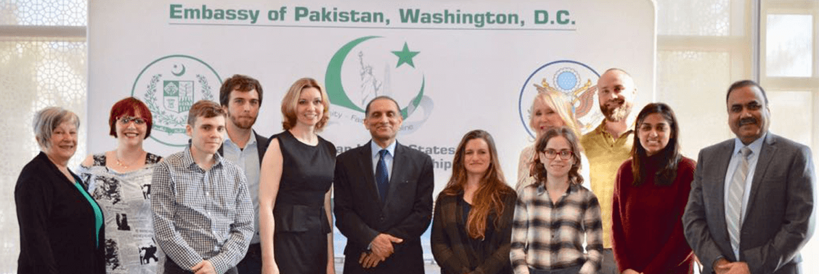 Group-Photo-of-the-Ambassador-with-US-Journalists01