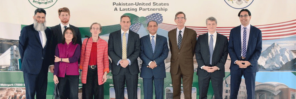 Group-photograph-of-the-Ambassador-Aizaz-Ahmad-Chaudhry-with